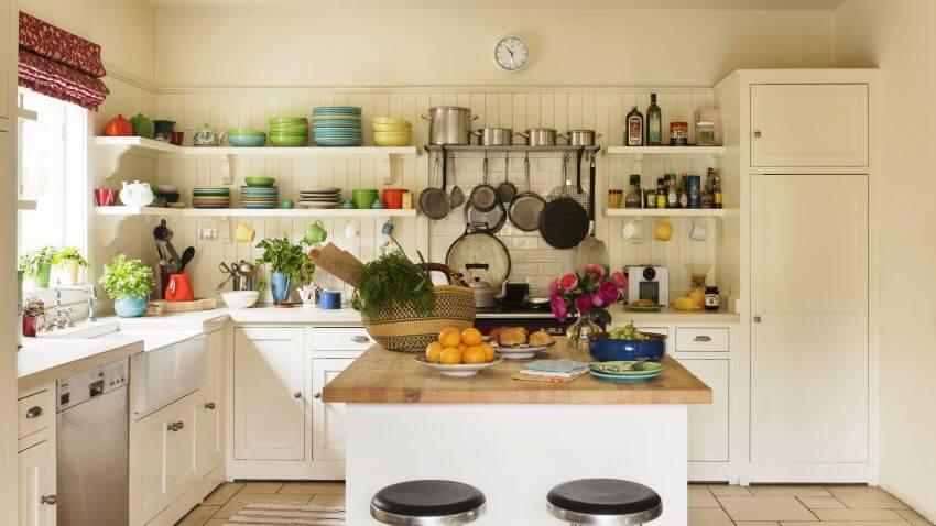 Угловой кухонный гарнитур без верхних шкафов