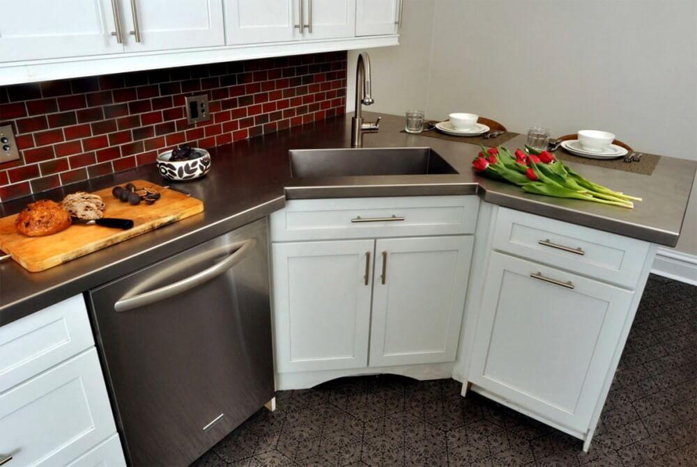 Трапециевидная кухонная тумба с мойкой