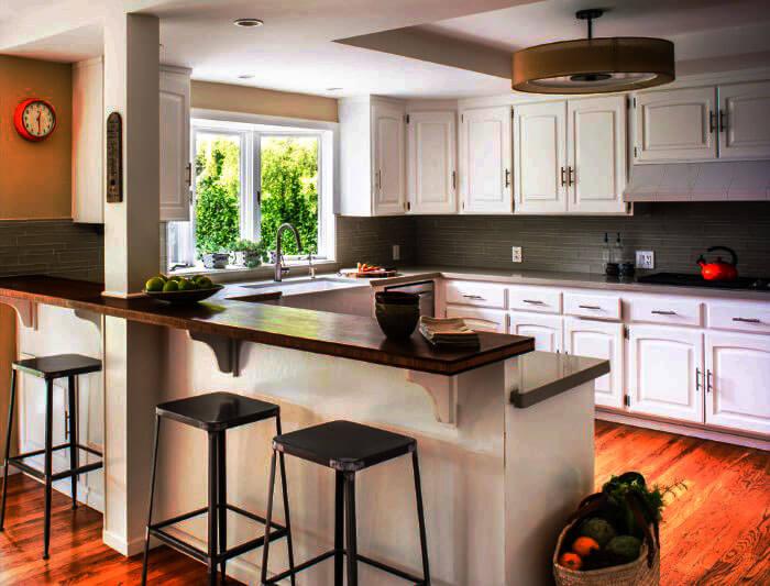 Фото кухни с полуостровом оснащенным барной стойкой