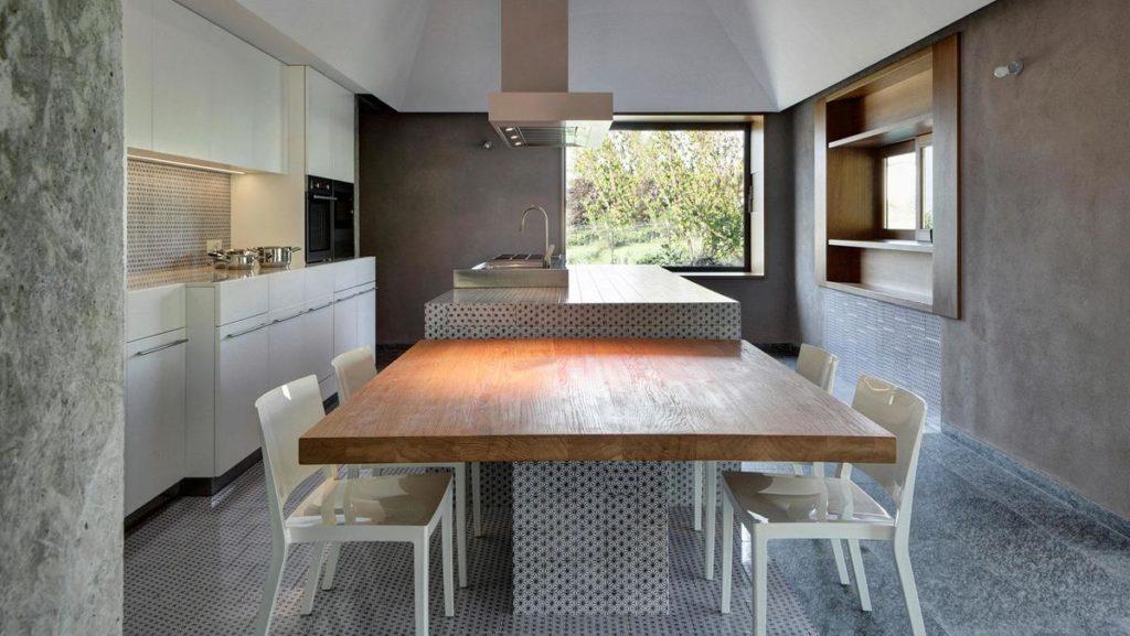 Кухонный остров совмещенный со столом