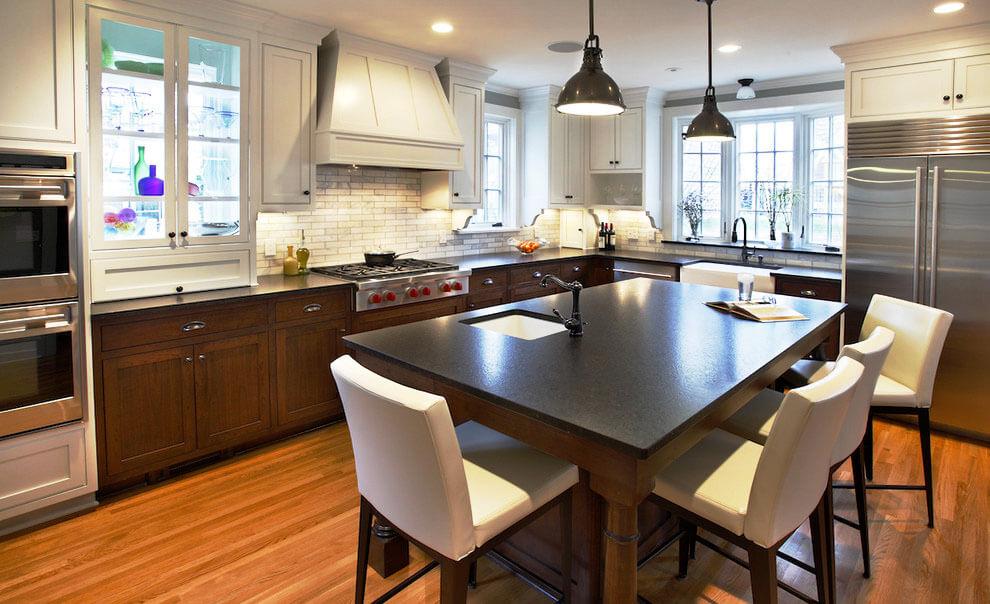 Кухонный остров совмещающий рабочую зону и обеденный стол