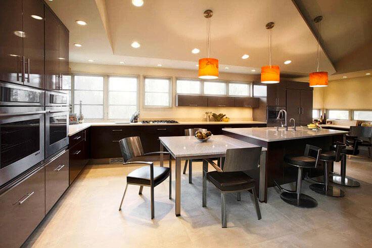 Кухонный остров с приставным столом
