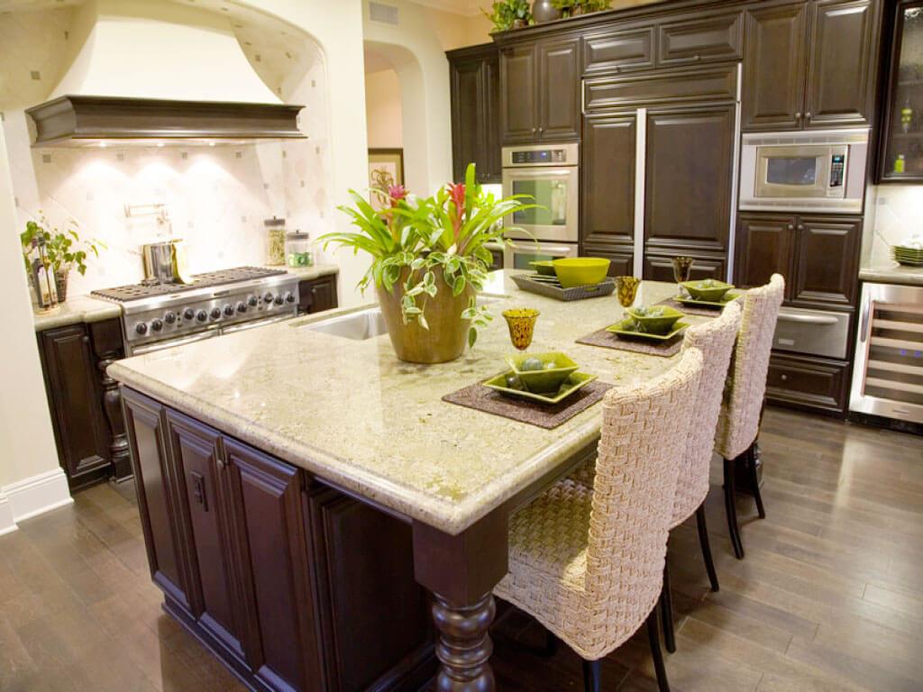 Кухонный остров совмещающий мойку и обеденный стол