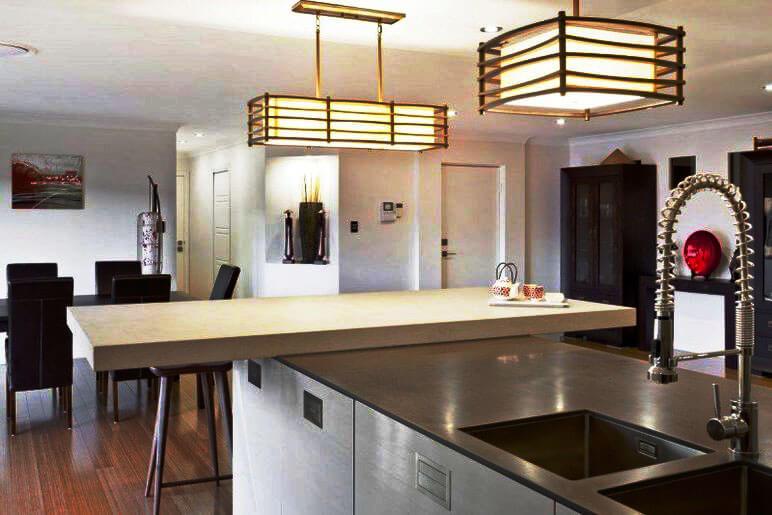 Фото кухонного острова Т-образной формы с обеденным столом