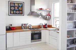Фото маленькой кухни с угловым гарнитуром