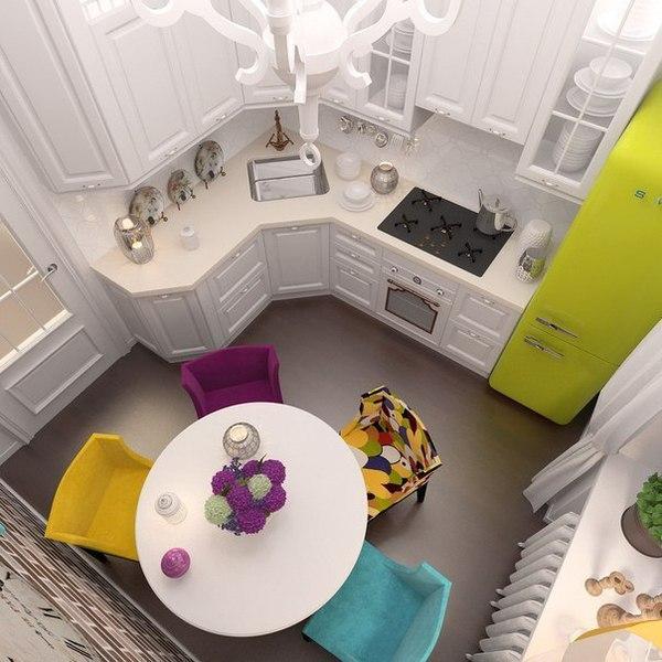 Интерьер маленькой кухни с компактным угловым гарнитуром