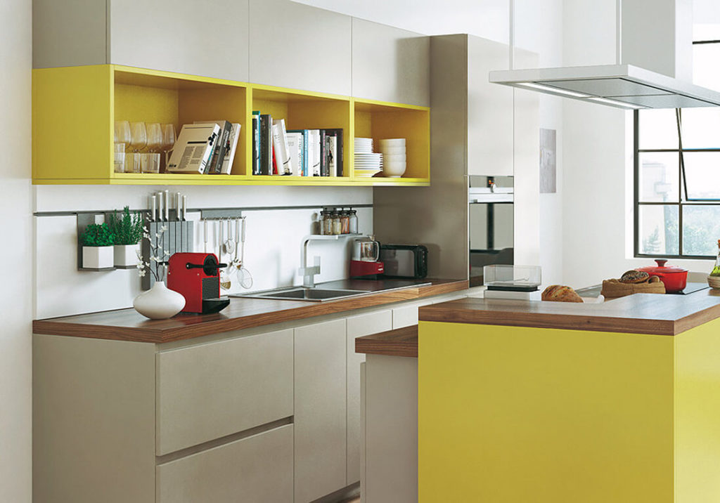 Маленькая кухня с пеналом