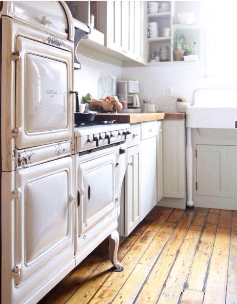 Маленькая кухня в ретро стиле
