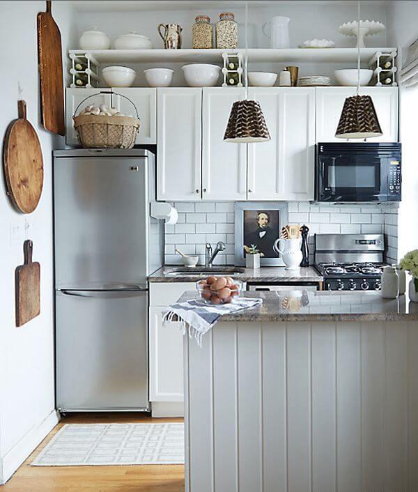 Интерьер очень маленькой кухни с полуостровом