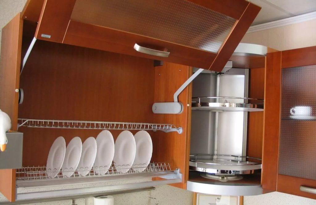 Навесной шкаф для посуды с подъёмной системой открытия