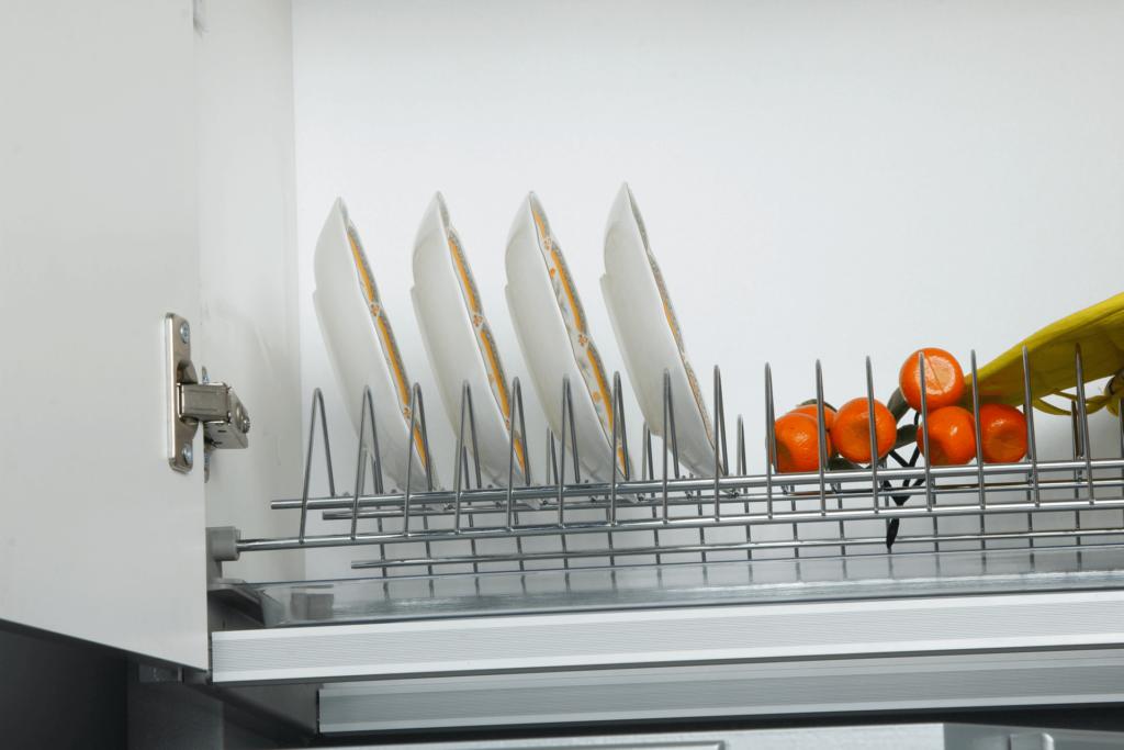 Навесной кухонный шкаф с сушилкой для посуды
