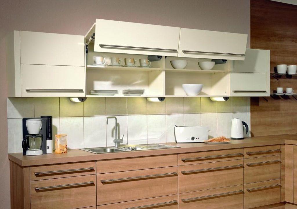 Фото навесного шкафа для посуды с глухим подъёмным фасадом