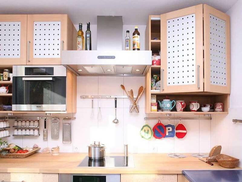 Фото навесных кухонных шкафов с рамочными вентилируемыми фасадами