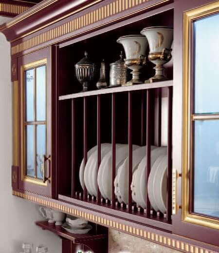 Кухонный шкаф для тарелок в классическом стиле