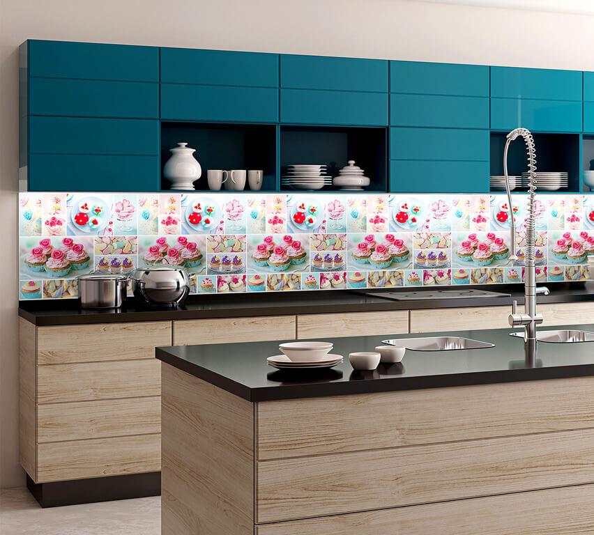Кухня с пластиковой отделкой рабочей стенки