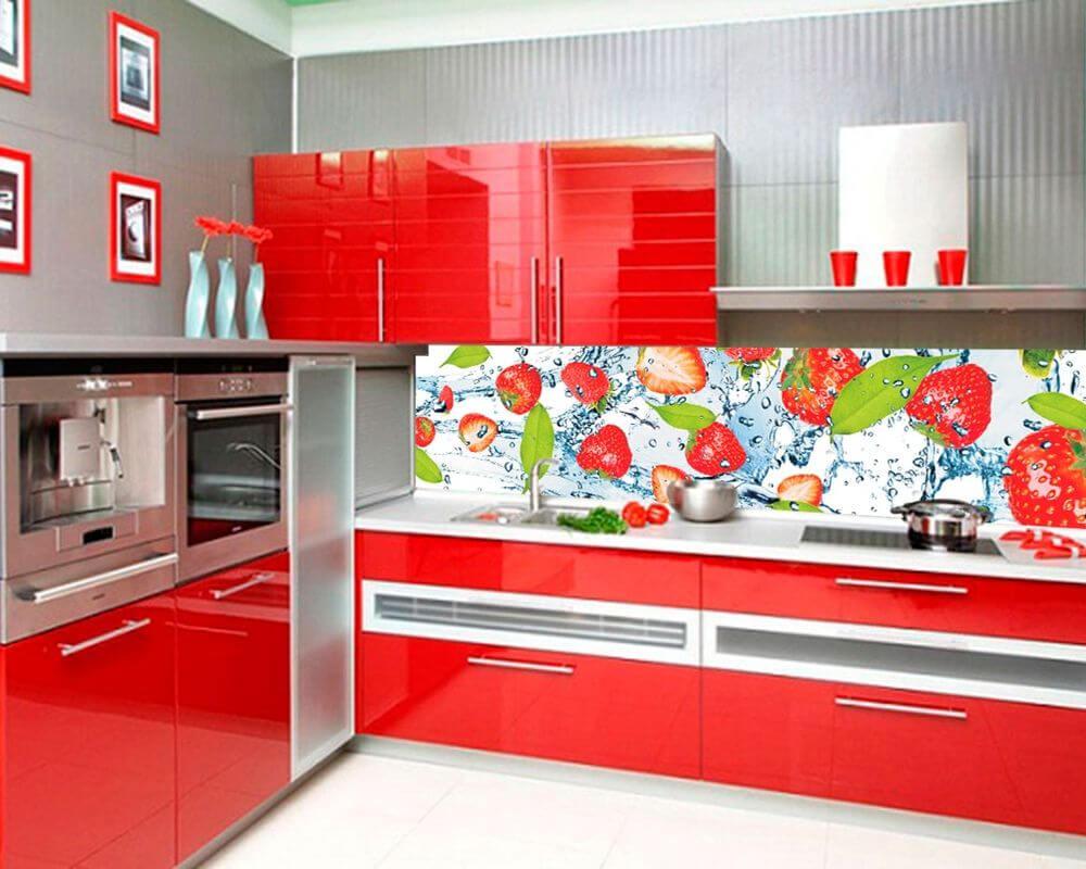 Пластиковый кухонный фартук с клубничками