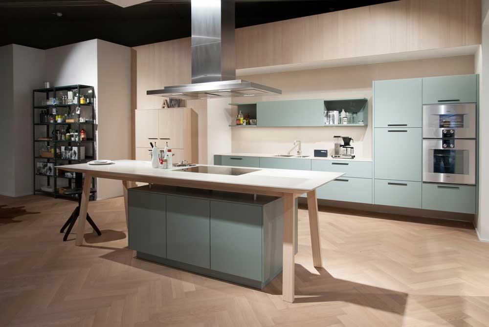 Дизайн светлой просторной кухни