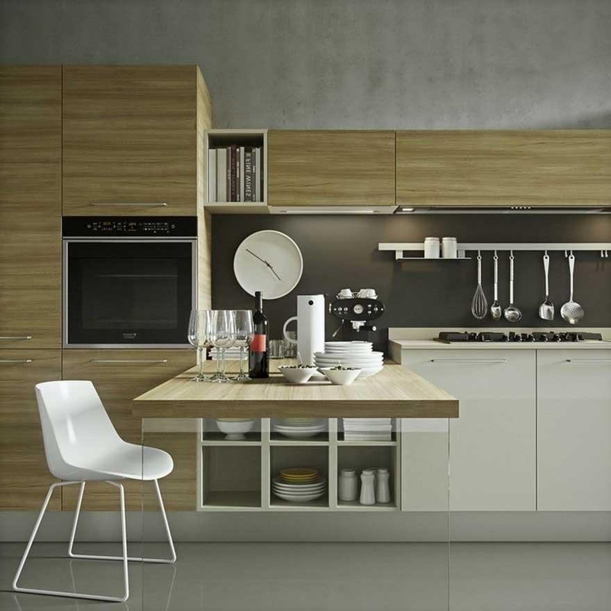 Кухонный гарнитур с высоким закрытым цоколем