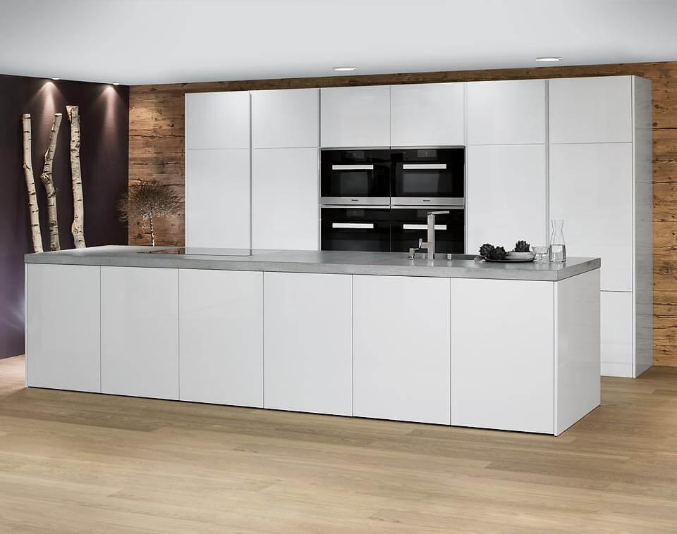 Кухонный гарнитур со столешницей из натурального камня