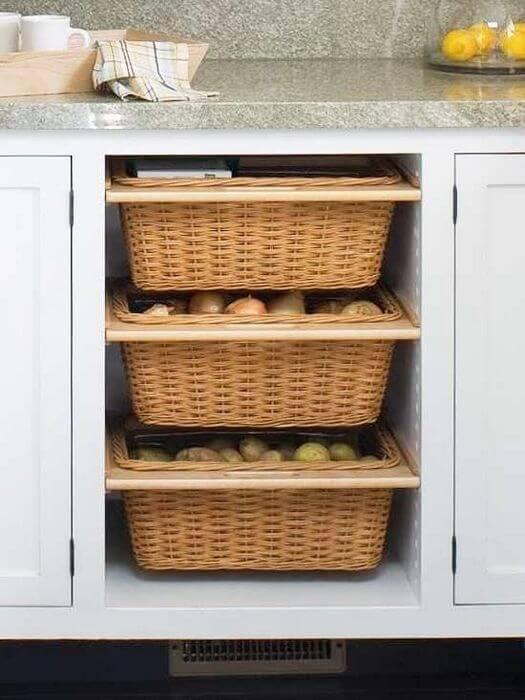Фото плетенных корзин для хранения овощей на кухне