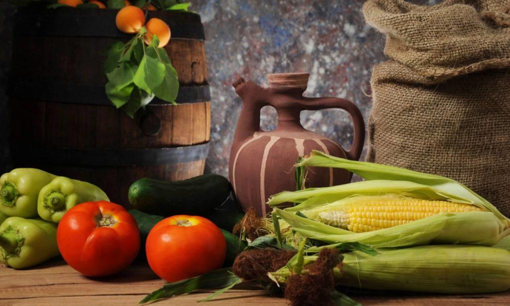 Фото овощей на деревянном столе