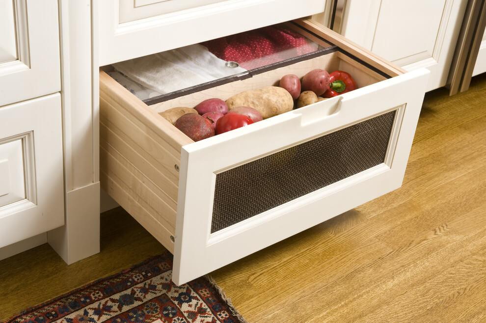 Выдвижной кухонный ящик с овощами