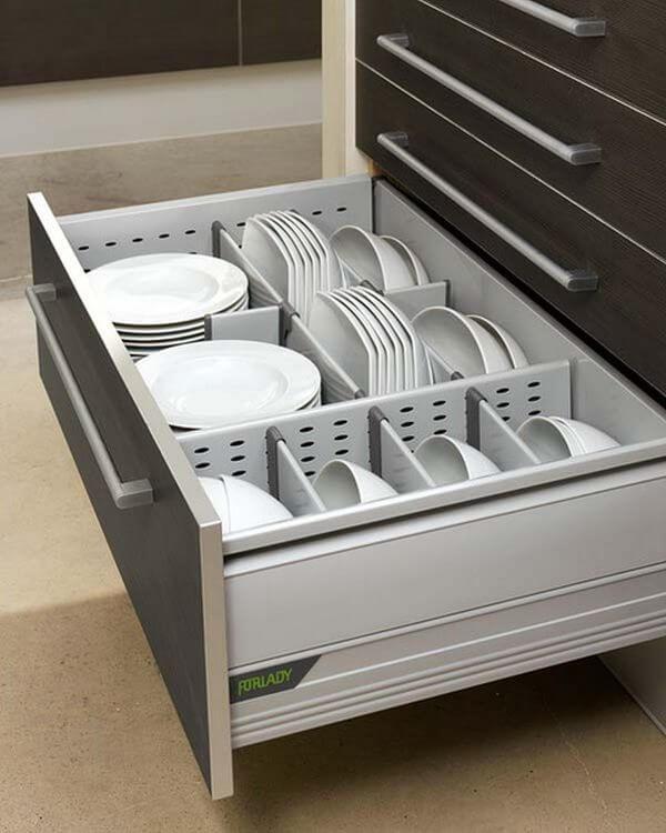 Кухонная тумбы с выдвижным ящиком для посуды
