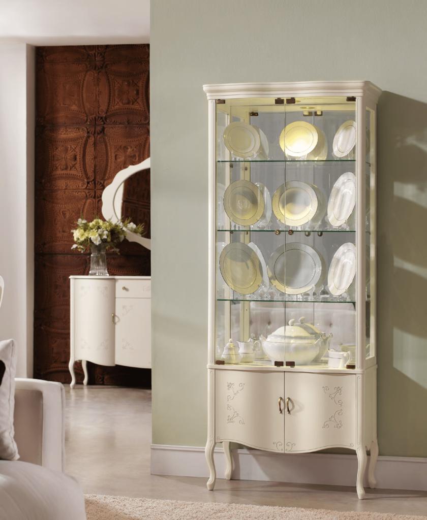 Декоративный шкаф для посуды в классическом стиле