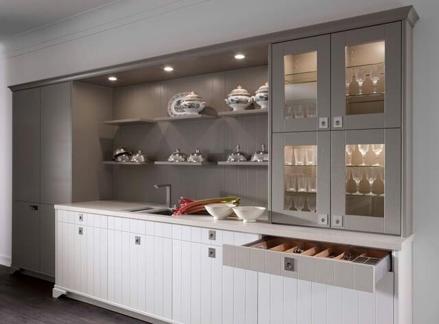 Фото кухонного гарнитура со шкафами для посуды