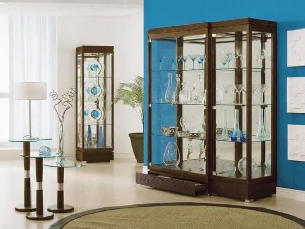 Шкаф-витрина для декоративной выставки посуды