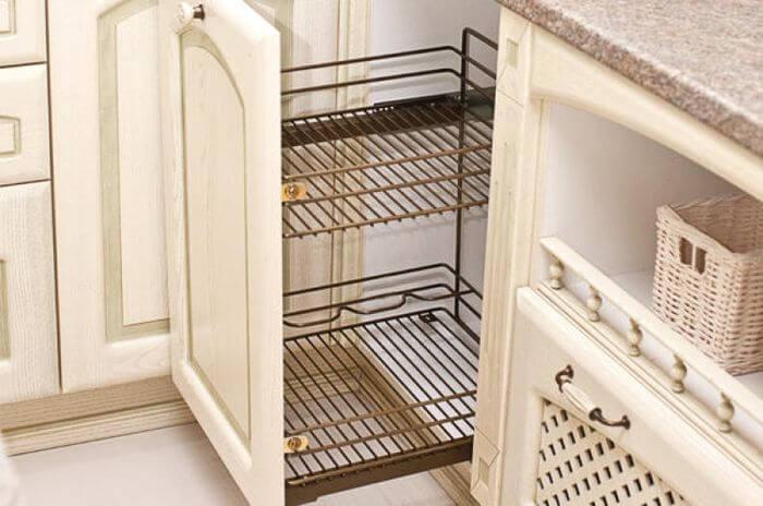 Выдвижной шкаф для хранения посуды