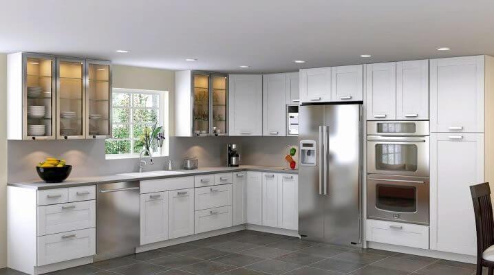 Фото кухонного гарнитура с навесными шкафами под посуду