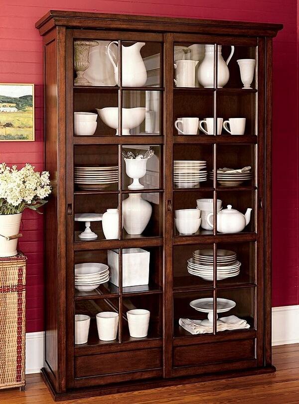 Витрина для выставки декоративной посуды