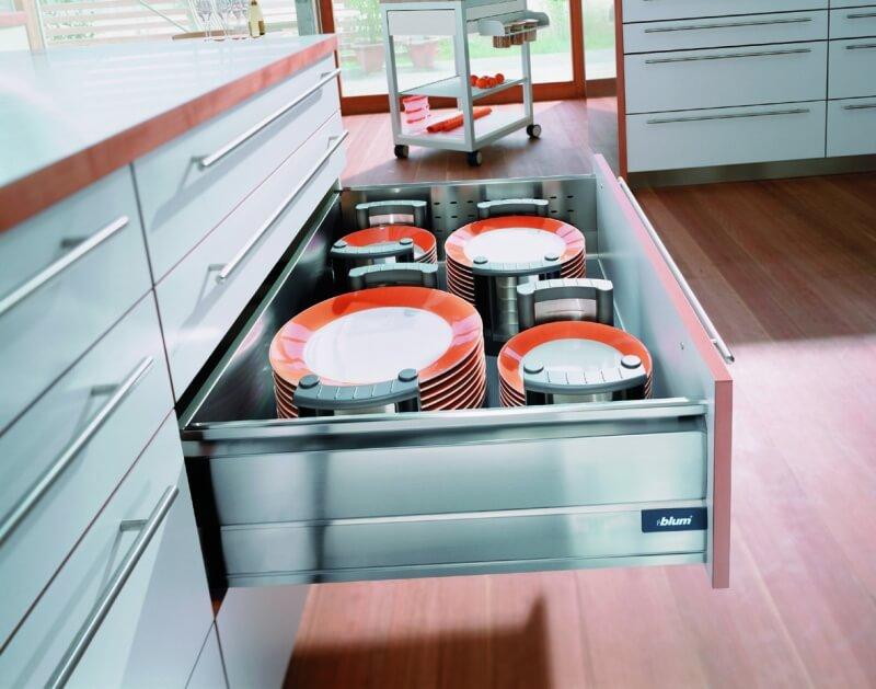 Выдвижной ящик для хранения тарелок