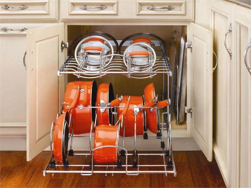 Кухонная тумба с выдвижной системой для кастрюль и сковородок с регулируемыми отсеками