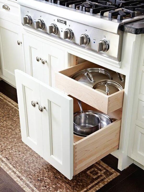 Напольная тумба с варочной панелью и выдвижным ящиком для хранения кухонного утвари