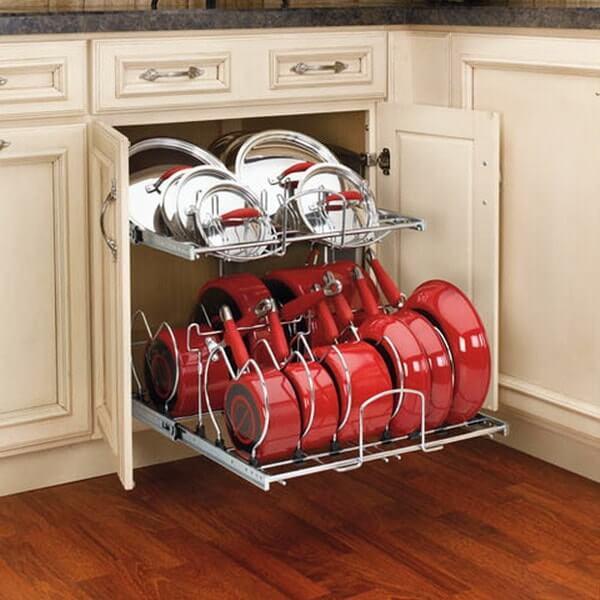 Фото выдвижной системы для хранения сковородок в шкафу
