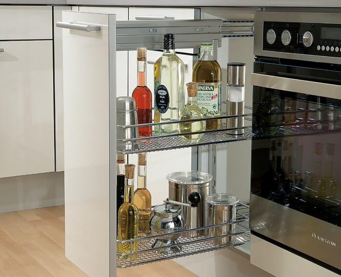 Выдвижная бутылочница на кухне