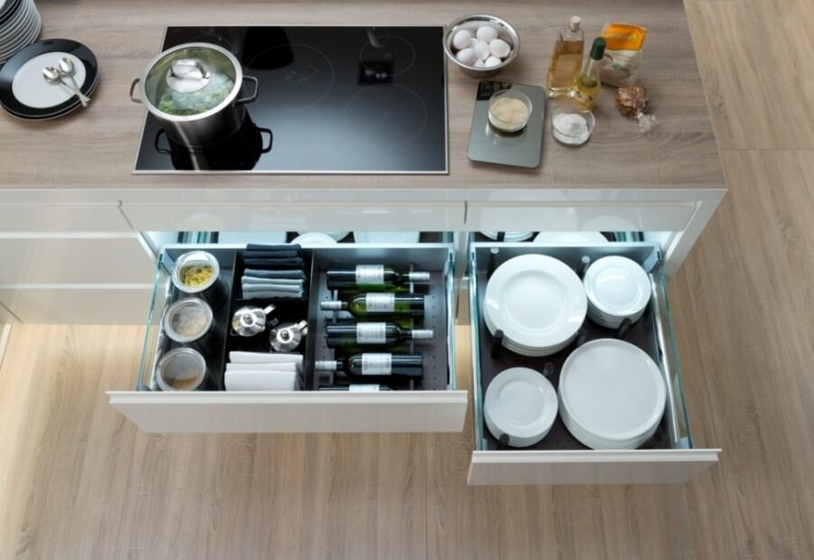 Фото выдвижных кухонных ящиков