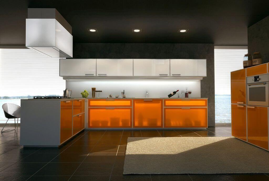 Фото кухонного гарнитура с рыжими тонированными стеклами на фасадах
