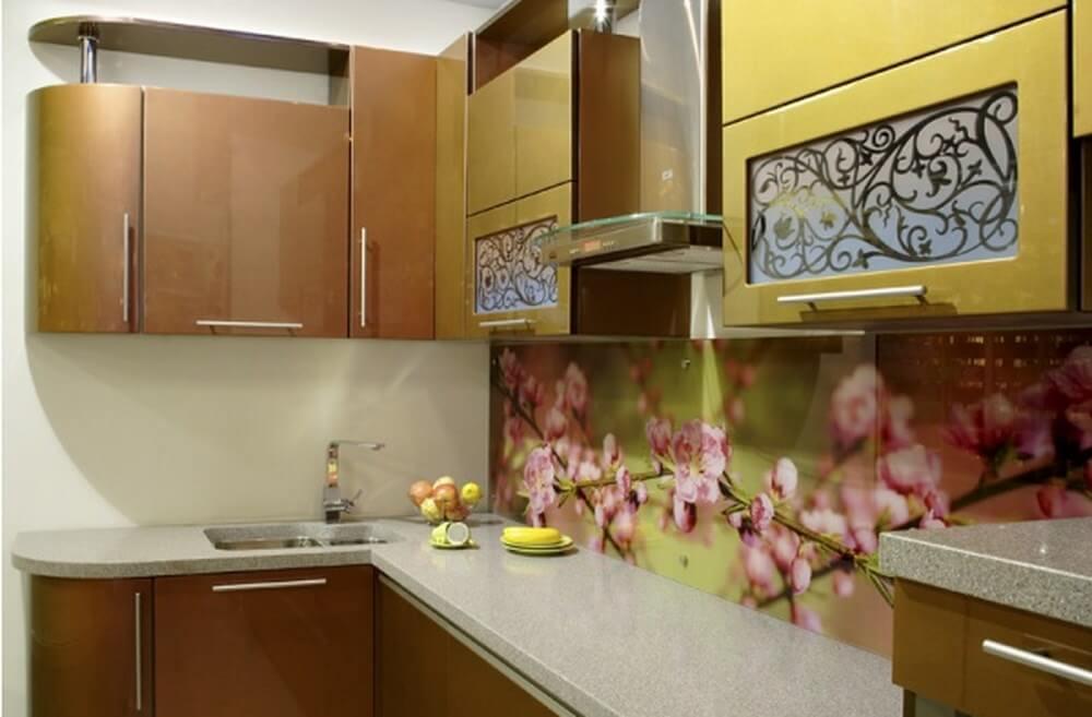 Стеклянный кухонный фасад с узорами
