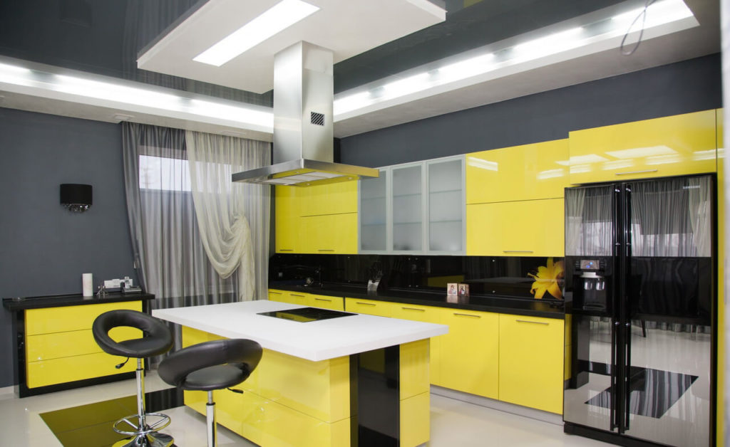 Кухня в желтых цветах