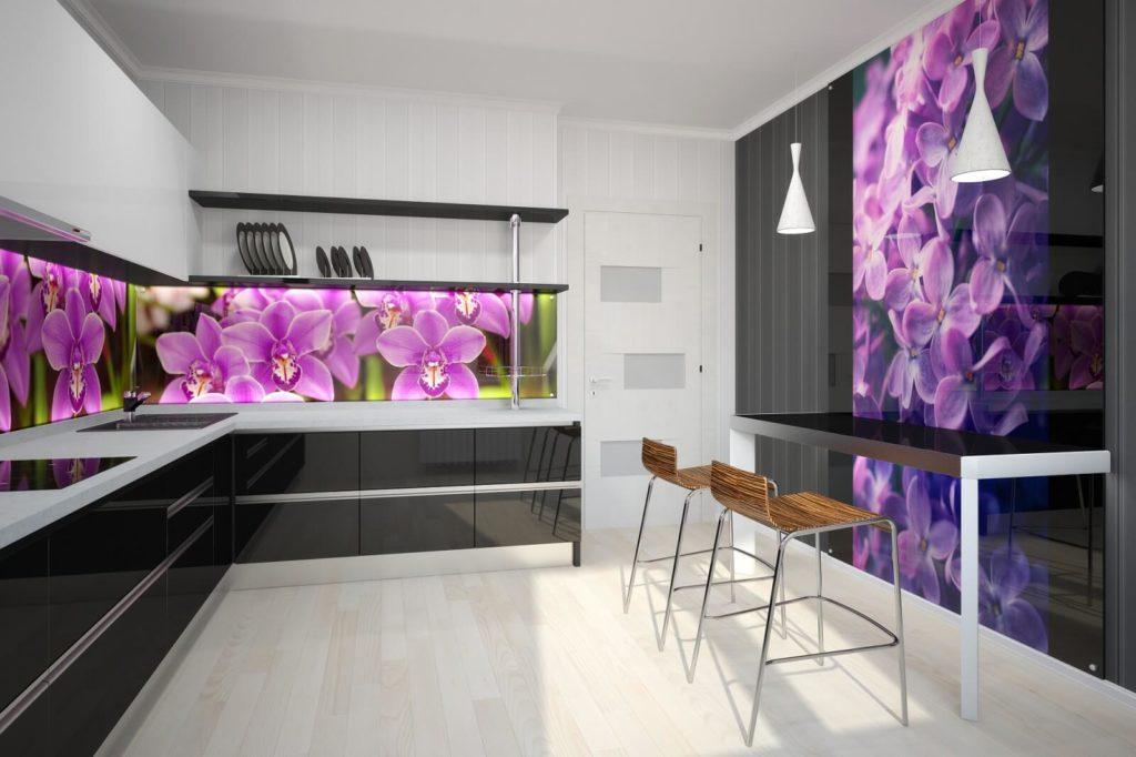 Фото кухни со стеклянным кухонным фартуком