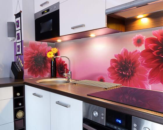 Кухонный фартук из стеклянных панелей