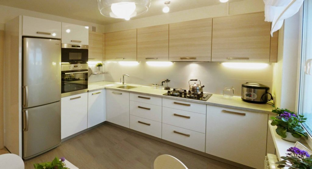 Угловой кухонный гарнитур с нижней стыковочной тумбой
