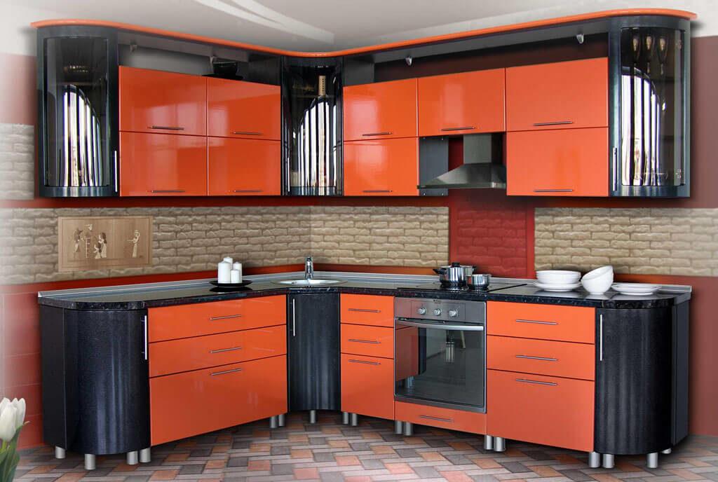 Фото угловой кухни с L-образным верхним угловым модулем