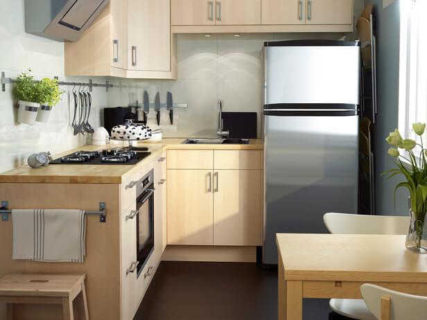 Угловая кухня с L-образным верхним угловым шкафом