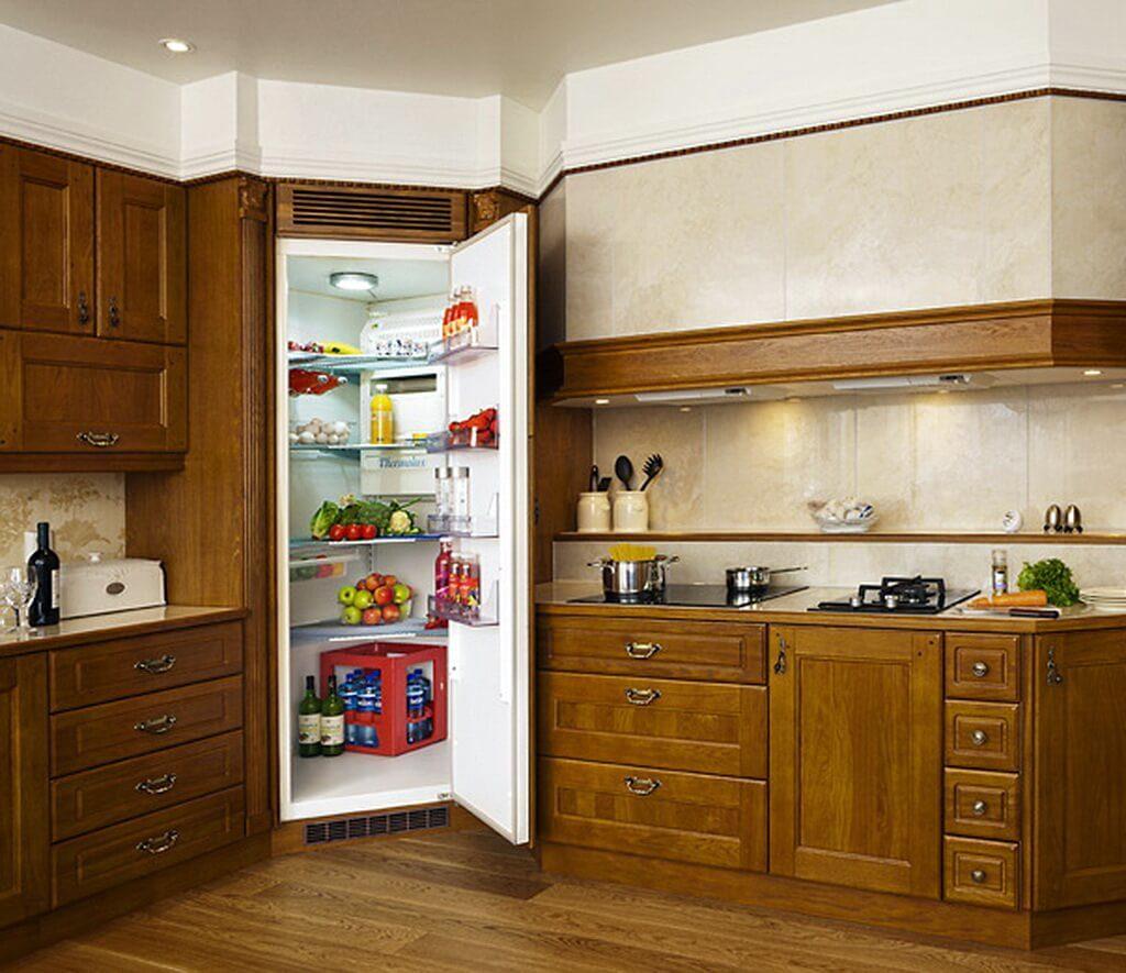 Фото кухонного гарнитура с встроенным холодильником в шкафу