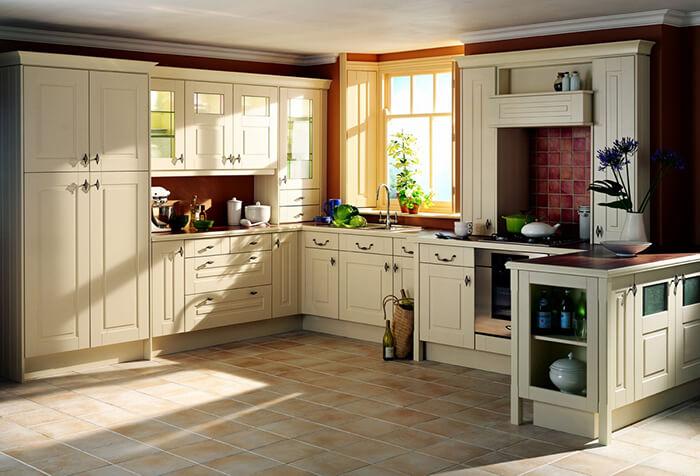 Фото кухни с угловым пеналом
