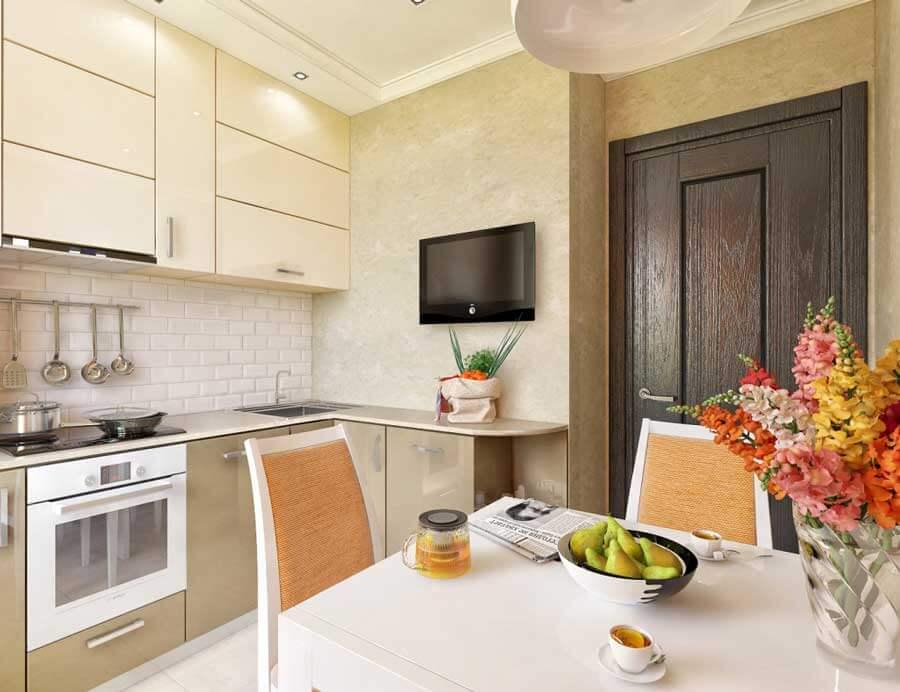 Интерьер кухни с лакированными фасадами